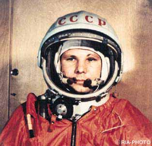 first astronaut to orbit earth - photo #15